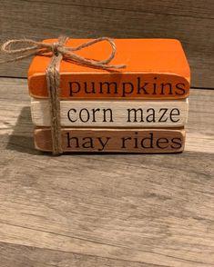 Fall Wood Crafts, Wood Block Crafts, Autumn Crafts, Thanksgiving Crafts, Wood Blocks, Autumn Decorating, Pumpkin Decorating, Fall Projects, Craft Night