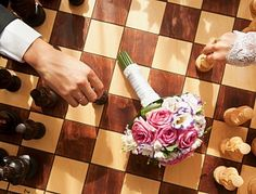 Cosmopolitan Bride - Cвадьба и все о свадьбе. Чем же развлекать гостей на свадьбе помимо шоу-программы? И как растормошить их? В этом тебе могут помочь правильно продуманные конкурсы и активности для гостей.