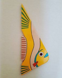 I handpainted this yellow fish with acrylics. Itll add a pop of color to any wal. - I handpainted this yellow fish with acrylics. Itll add a pop of color to any wal… – # - Fish Wall Art, Fish Art, Cardboard Crafts, Wooden Crafts, Painted Boards, Painted Rocks, Clay Art Projects, Wood Fish, Fish Drawings