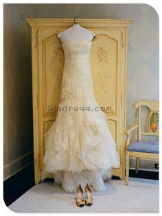 Lace wedding dress- Love the bottom