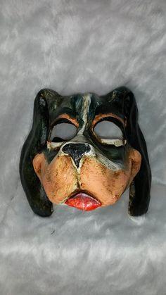 Auténtica máscara veneciana (venetian mask) realizada a mano en papel maché o metal , pintadas en colores metálicos , adornados con pedrería y acabados con toques de colores de perlas.See more details at http://www.lacasadelocio.es/tienda-online/carnaval-mascaras.html