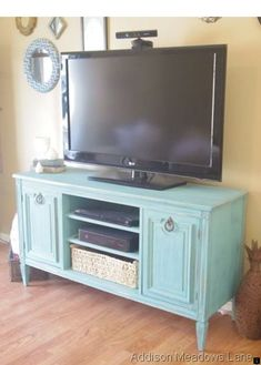 Do you already have ideas for your weekend project? How about replacing your old TV stand with a new one? You can make these DIY TV stand by yourself! Tv Furniture, Repurposed Furniture, Furniture Makeover, Painted Furniture, Furniture Ideas, Luxury Furniture, Dresser Tv Stand, Dresser With Tv, Muebles Living