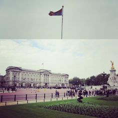 When the Royal Standard is flown (the queen's personal flag) means she's in residence   #vacation #solotraveller #travel #holiday #uk #unitedkingdom #london #england #Cheltenham #gloucester #gloucestershire #beautiful #amazing #breathtaking #liberating #photography #red #royals #royalty #princewilliam #kateandwilliam #queen #queenelizabeth #BuckinghamPalace #buckingham #royalstandard by czar_thehobbit