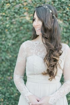 loosely curled bridal hairstyle