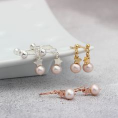Pearl drop earrings with silver, rose gold or gold stars. In pink, white or peacock pearls and fish hooks studs or clipon for non pierced ears Pearl Drop Necklace, Pearl Pendant, Pendant Set, Necklace Set, Pearl Earrings, Pendant Necklace, Ear Jewelry, Jewellery Earrings, Pearl Set