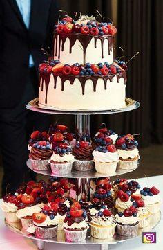 Drip Strawberry Chocolate Wedding Cake and Cupcakes .- Drip Strawberry Chocolate Wedding Cake and Cupcakes … – - Bolo Geode, Geode Cake, Alternative Wedding Cakes, Wedding Cake Alternatives, Food Cakes, Cheesecake Wedding Cake, Fruit Wedding Cake, Cupcake Wedding Display, Fall Wedding Desserts