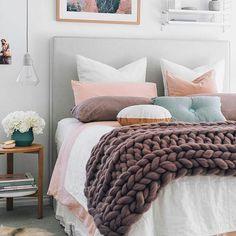 Que seu dia seja tão bom como uma cama quentinha! Bom dia! #frescurasdatati #bomdia #quarto #inspiracao #camaarrumada #camapronta #cama