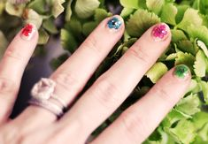 Floral Nails: DIY Real Dried Flowers Manicure