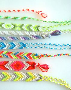 super straightforward friendship bracelet tutorial! lots of pictures and very well-labeled diagrams