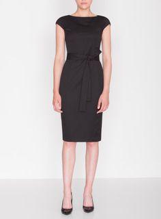 - Elegantní dámské pouzdrové šaty s krátkými rukávy a páskem v černé barvě - Šaty jsou ušity z praktického nemačkavého materiálu, zapínají se na zadní straně na zip - Pásek ze stejného materiálu krásně zvýrazní siluetu Vaší postavy - Noste...