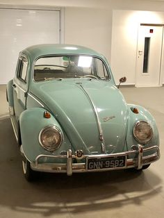 Pretty Cars, Cute Cars, Volkswagen Bus, Combi Hippie, Wolkswagen Van, T2 T3, Beetle Car, Vw Vintage, Old Classic Cars