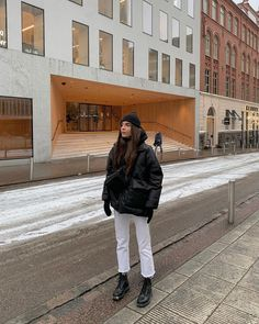 How to style doc martens ft sage olivia 10 Street Style Outfits, Winter Outfits, Look Fashion, Fashion Outfits, Womens Fashion, Fashion Beauty, Fashion 2020, Fall Fashion, Fashion Tips