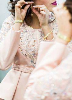 More details about previous karakou / tendance karakou 2017 ♡ Abaya Style, Traditional Fashion, Traditional Dresses, Moroccan Caftan, Abaya Fashion, Cute Dresses, Dress Outfits, Evening Dresses, Fashion Looks