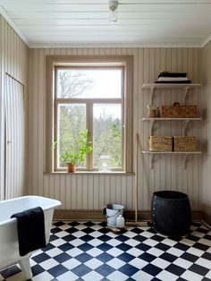 Scandinavian Farmhouse: Scandinavian farmhouse Made In Persbo. Love me some checkered floors. Bad Inspiration, Bathroom Inspiration, Sweden House, Checkered Floors, Interior And Exterior, Interior Design, Bathroom Windows, Interior Stylist, Cozy Cottage