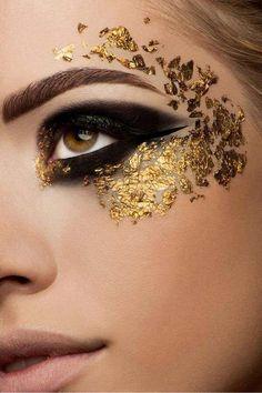 Fasching Make-up mit goldenen Partikeln