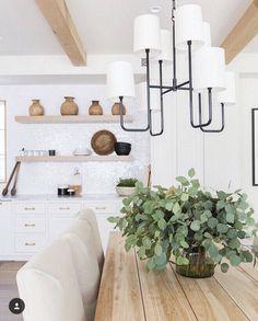 Exciting Modern Farmhouse Dining Room Decor Ideas – Home Decor Ideas Luxury Interior Design, Home Interior, Interior Ideas, Interior Modern, Interior Paint, Kitchen Interior, Bohemian Style Home, Farmhouse Table Centerpieces, Style Deco