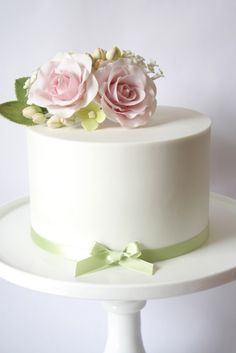 Soft pink rose and hydrangea single tier cake - Ann Modern Birthday Cakes, Birthday Cake Roses, One Tier Cake, Single Tier Cake, White Fondant Cake, Fondant Cakes, Pretty Cakes, Beautiful Cakes, Wedding Cake Designs