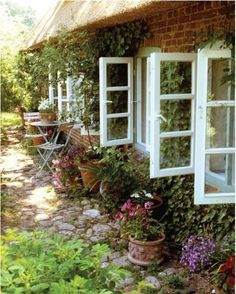 Stone path beside house, to pool. the windows, the stone path, the vines. Cottage Living, Cozy Cottage, Cottage Homes, Cottage Style, Modern Cottage, Garden Cottage, Home And Garden, Beautiful Gardens, Beautiful Homes