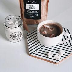 Pra terminar bem a semana chocolate quente com marshmallow artesanal da @cumbuquinhas só digo uma coisa: SENSACIONAL.