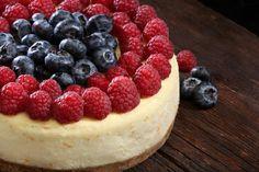 #CheesecakeAmericano: Base de galletitas horneadas y crocantes, con relleno de queso crema y topping de frutos rojos.
