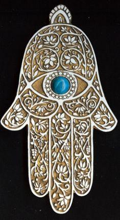 "The Hamsa amulet is actually called ""Kaf Al Abbas"" (hand of Abbas) or in some cases ""Kaf Khamsa"" (hand of the five). Hamsa Design, Hamsa Tattoo, Tattoo Main, Hand Der Fatima, Hamsa Art, Daughter Of Smoke And Bone, Yin En Yang, Spiritus, Jewish Art"