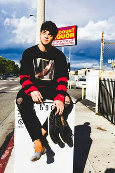 Find images and videos about boys, noah centineo and peter kavinsky on We Heart It - the app to get lost in what you love. Beautiful Boys, Pretty Boys, Gorgeous Men, Beautiful People, Lara Jean, Hot Boys, Cute Guys, Pretty People, Sexy Men