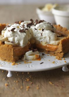 Look at this recipe - Quick Banoffee Pie - and other tasty dishes on Food Network. Torta Banoffee, Banoffee Cheesecake, Best Banoffee Pie Recipe, Lemon Cheesecake, Easy Desserts, Delicious Desserts, Yummy Food, Cook Desserts, Gastronomia