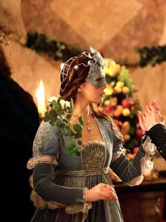 Hailee Steinfeld as Juliet Capulet in Romeo and Juliet (2013).