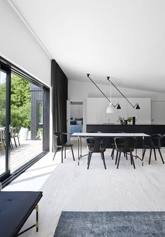 Very stylish, sophisticated and masculine dining room with a table with marble tiles that have carefully selected metal legs.