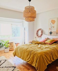 Such a beautiful boho-inspired bedroom with mustard sheets gelb Is Yellow Bedding the New All-White Bedspread? Romantic Bedroom Decor, Trendy Bedroom, Home Decor Bedroom, Modern Bedroom, Bedroom Furniture, Bedroom Ideas, Master Bedroom, Contemporary Bedroom, Master Suite