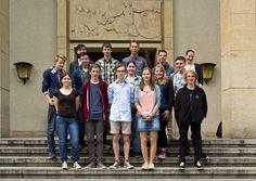 Gruppenaufnahme der Teilnehmer vor der HfTL