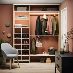 Smart oppbevaring i liten gang - Byggmakker - Lilly is Love Ikea Trones, Bohemian Living Spaces, Hallway Storage, Hanging Canvas, Compact Living, Walk In Closet, Home Look, Closet Organization, Interior Inspiration