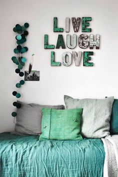 Today we want to show you amazing wall decoration ideas. You can find creative designs and inspiration to help you decorate your room wall. Bedroom Themes, Girls Bedroom, Bedroom Decor, Aqua Bedrooms, Bedroom Ideas, My New Room, My Room, Happy Lights, Beautiful Bedrooms