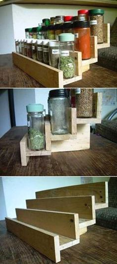 DIY Spice Rack From A Reclaimed Wood Pallet. Top 23 Cool DIY Kitchen Pallets Ideas You Should Not Miss diykitchenprojects Bar En Palette, Palette Diy, Diy Spice Rack, Kitchen Spice Racks, Pallet Spice Rack, Diy Kitchen Decor, Diy Home Decor, Kitchen Ideas, Kitchen Styling