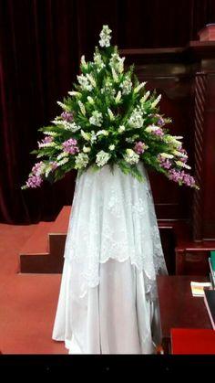 Decorations with flowers Church Wedding Flowers, Altar Flowers, Funeral Flowers, Funeral Floral Arrangements, Large Flower Arrangements, Deco Floral, Floral Design, Ikebana, Hotel Flowers