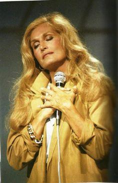 """Dalida... """"Tu remplacerais tous les bravos,  quand le soir tombe le rideau, que je ne suis plus qu'une femme seule Lucas... De te serrer contre mon cœur, avec tes rires, avec tes pleurs,  être ta mère pour quelques heures..."""" (Chanson: Lucas)"""
