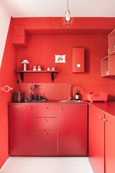 Elegant And Modern Red Kitchen Interior Design Ideas - Kitchen Ideas Red Kitchen Decor, Kitchen Room Design, Kitchen Colors, Interior Design Kitchen, Kitchen In Red, Red Interior Design, Kitchen Designs, Red Kitchen Accessories, Futuristisches Design