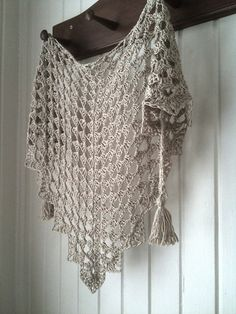 Ravelry: Project Gallery for Pretty Triangle Scarf pattern by Kim Miller DIANA ~ added to Rav favs!shawl pattern for sale from she is launching a CAL with this pattern onI love when you walk in front on me nacked, only with this. Crochet Woman, Love Crochet, Easy Crochet, Knit Crochet, Crochet Geek, Knit Cowl, Crochet Shawls And Wraps, Crochet Scarves, Crochet Clothes