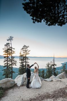 10 Amazing Ski Resort Wedding Venues Across the U.S. | Heavenly Mountain stuns with both waterfront and peak views in South Lake Tahoe. A mountaintop first dance under the stars sounds pretty incredible in itself, right? And with views of the lake and the Sierra Nevadas from the gondola, the ride to the summit is a treat, too.