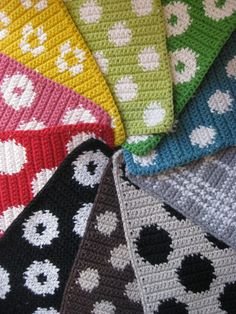 Björk (1) Yarn Crafts, Diy And Crafts, Crochet Potholders, Crochet Kitchen, How To Purl Knit, Tapestry Crochet, Textiles, Bead Weaving, Pot Holders