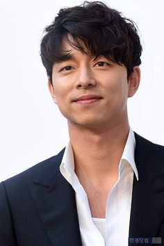 ❤❤ 공유 Gong Yoo ♡♡ Life was its usual and then there's Yoo. Gong Yoo Smile, Yoo Gong, Handsome Asian Men, Handsome Korean Actors, Goblin Korean Drama, Goong Yoo, Korean Men Hairstyle, Kdrama Actors, Korean Celebrities