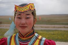 A Mongolian woman in her traditional attire (tanjakanca images)