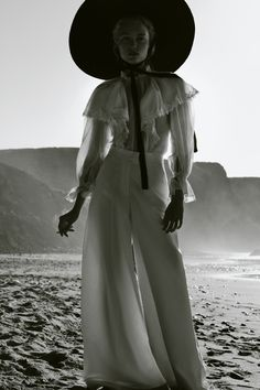 Marta Gawron by Sonia Szóstak for Vogue Poland, May 2018 White Fashion, Fashion Art, Editorial Fashion, Fashion Design, Editorial Design, Fashion Ideas, Robert Lewandowski, Vogue Photography, Makeup Photography