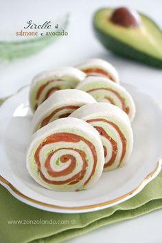 Girelle involtini al salmone e crema di avocado ricetta antipasto facile feste - smoked salmon and avocado pinwheel recipe