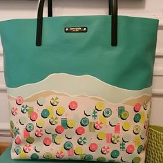 Kate spade sand hill circle tote Kate Spade bon shopper. Sand hill circle.  Super fun summer bag with great graphics. 2 inside pockets. With dust cover. kate spade Bags