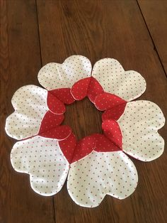 Diy Home Crafts, Diy Arts And Crafts, Sewing Crafts, Paper Crafts, Strip Quilts, Patch Quilt, Flower Quilts, Fabric Flowers, Iris Folding Templates