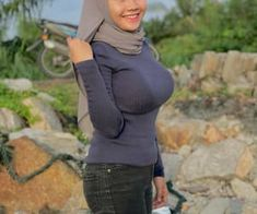 Beautiful Arab Women, Beautiful Hijab, Beautiful Asian Girls, Lady Gaga Pictures, Cool Girl Pictures, Korean Streetwear, Hijab Fashion, Muslim Fashion, Iranian Women Fashion
