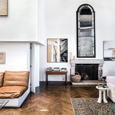 Real estate has gone berserk by the Bay, and tech billionaires are building pleasure palaces. But the homes to covet are the ones reminiscent of the city's more soulful past. Interior Styling, Interior Decorating, Interior Design, Albion Hotel, Art Nouveau, Magazine Deco, Buying A Condo, White Backdrop, Home And Deco