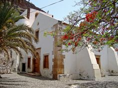 The best landmarks of Cabo Verde are historical towns with very well preserved colonial architecture, as well as Neve Canyon. Last Minute Travel Deals, Cape Verde, Colonial Architecture, Like A Local, Work Travel, Cabo, Where To Go, Wonderful Places, Wonders Of The World