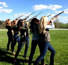 God Bless America And Girls With Guns Photos) Bff Goals, Best Friend Goals, Squad Goals, Southern Girls, Southern Belle, Country Girls, Southern Prep, Guns N Roses, Camo